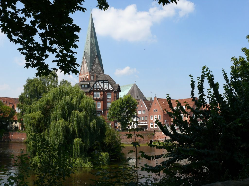Lüneburg Ilmenau mit Johanniskirche, Лунебург