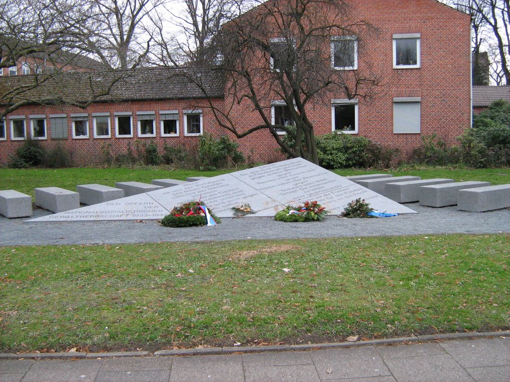 Memorial and poem on the ground, Лунебург