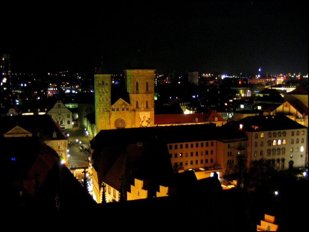 Osnabrück: Uitzicht toren Mariënkirche tijdens Weinachtsmarkt richting Oosten, Оснабрюк