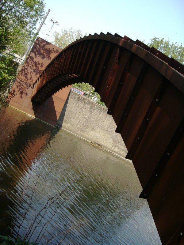 "modernes Kunstwerk ""Brücke"", Брауншвейг"