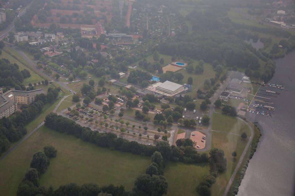 Luftaufnahme   Hallenfreibad Lebenstedt   Parkplatz   Salzgitter Lebenstedt, Salzgitter