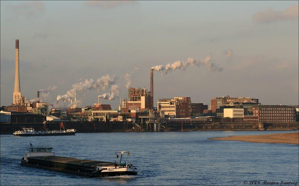 Rhein-Schifffahrt bei Krefeld-Uerdingen, Крефельд