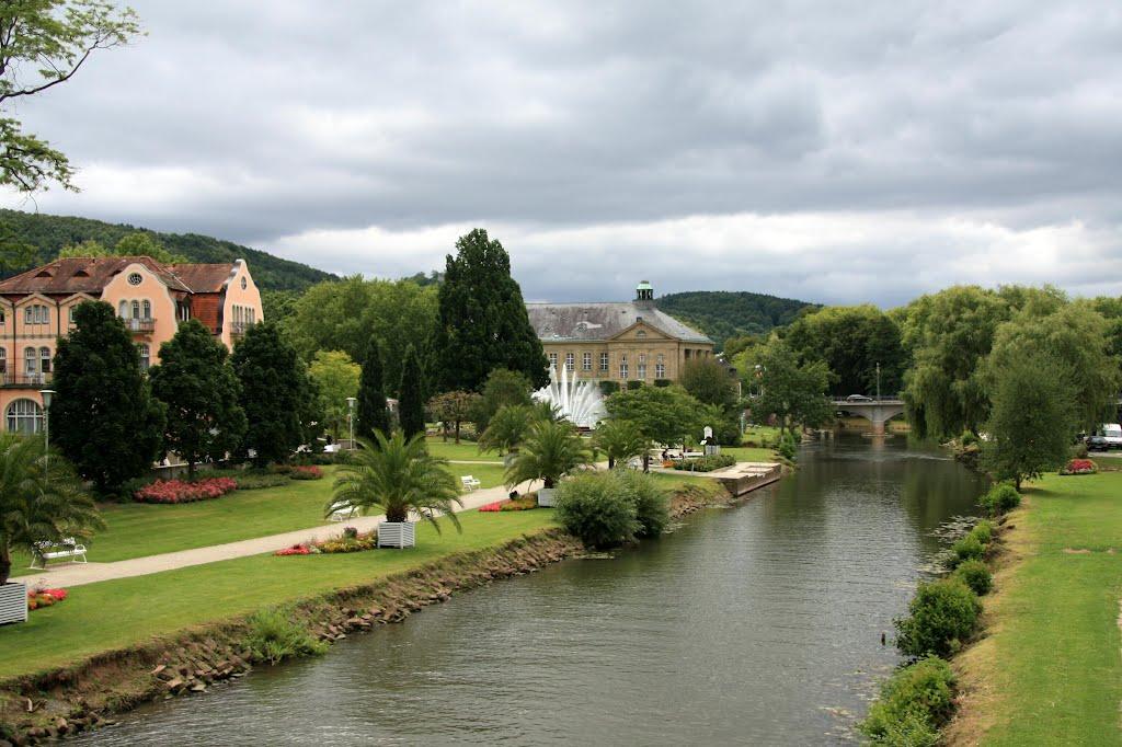 die Fränkische Saale fließt durch Bad Kissingen, Бад Киссинген