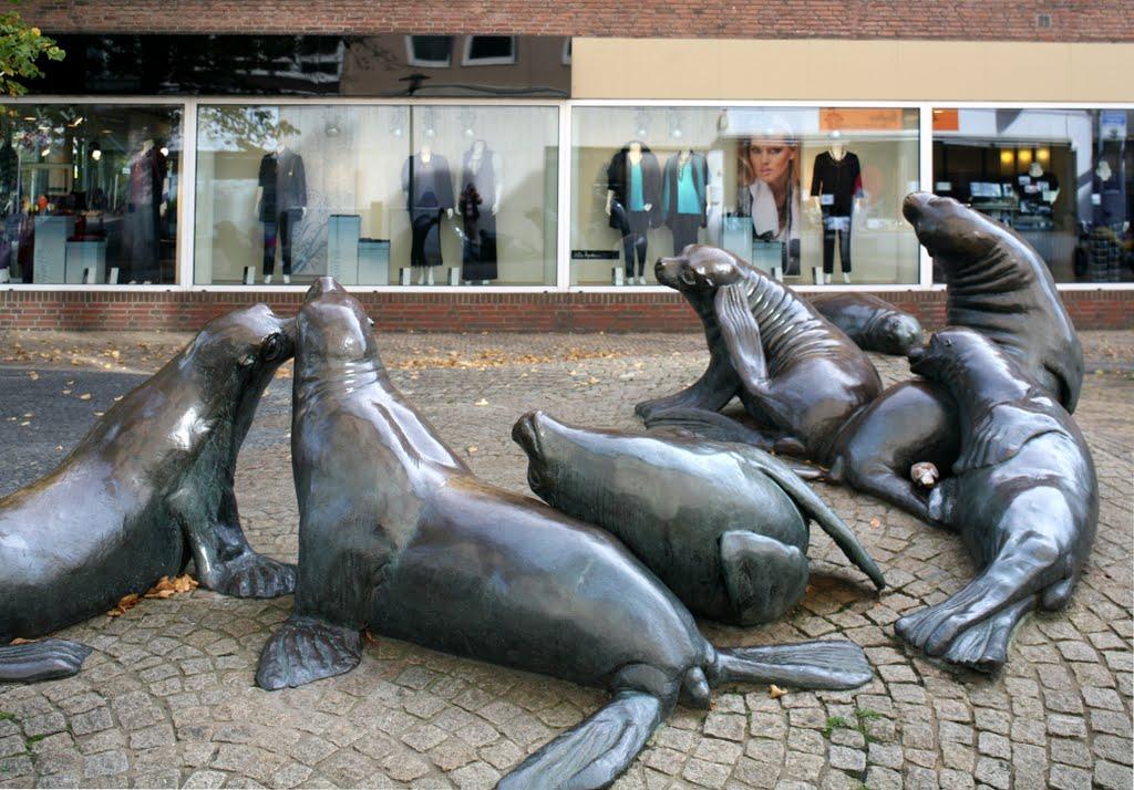Seehundgruppe in der Fußgängerzone Bremerhaven, Бремерхафен
