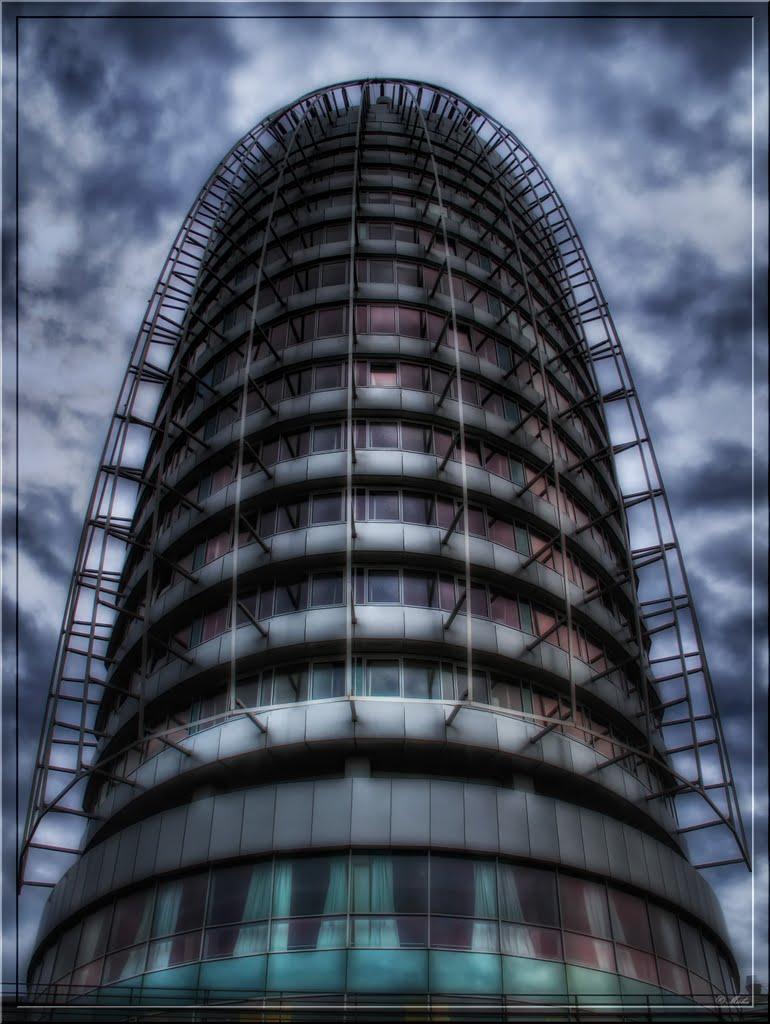 """symmetric harmonize - symmetrischer Einklang"" Atlantic Hotel Sail City in Bremerhaven, Бремерхафен"
