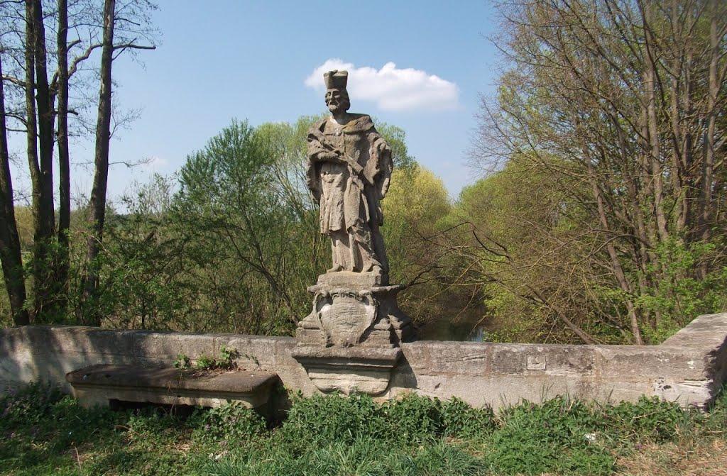vergessene Brücke samt Figur, Вайсенбург