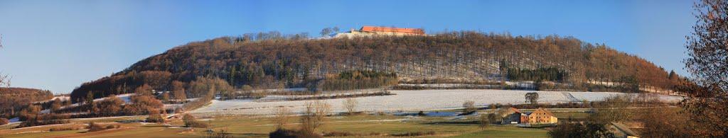 Die Wülzburg, strahlend mit neuem Glanz hoch über Weißenburg, Вайсенбург