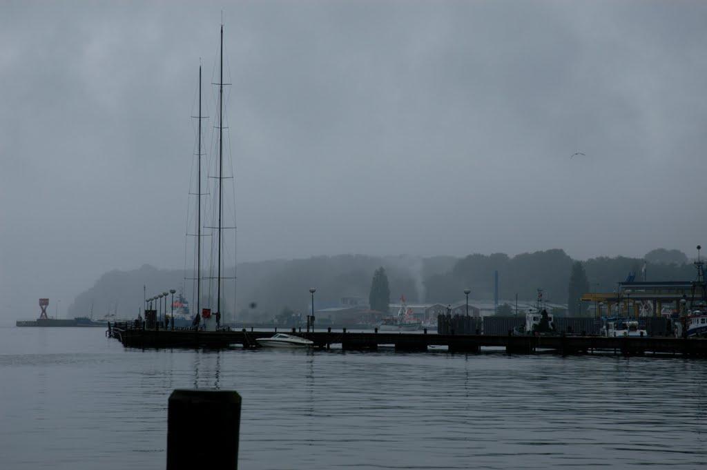 Sassnitz Harbor in the rain, Засниц