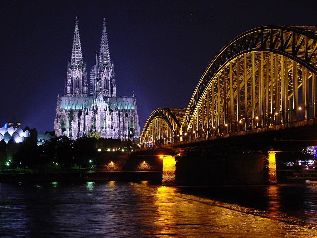 Cologne-Köln - Dom im Hintergrund der Hohenzollernbrücke bei Nacht (by night), Кельн
