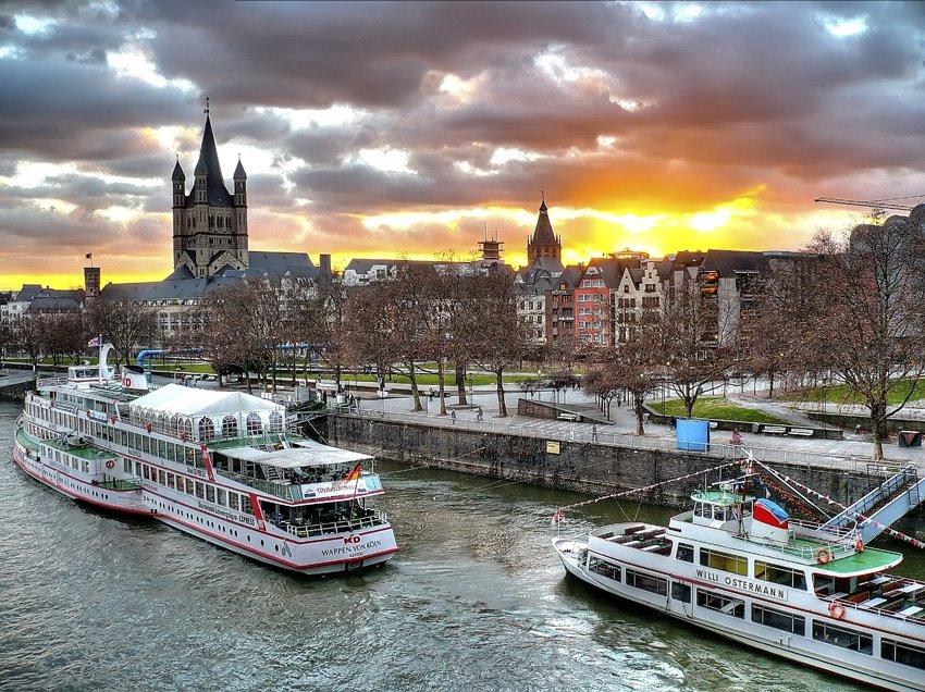 Barcos en el Rhin. Colonia. Alemania, Кельн
