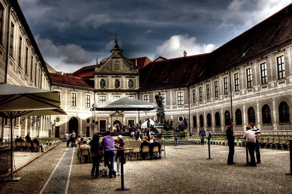 Münchner Residenz  - Courtyard pharmacists - Tonight Carmina Burana by Carl Orff, Мюнхен