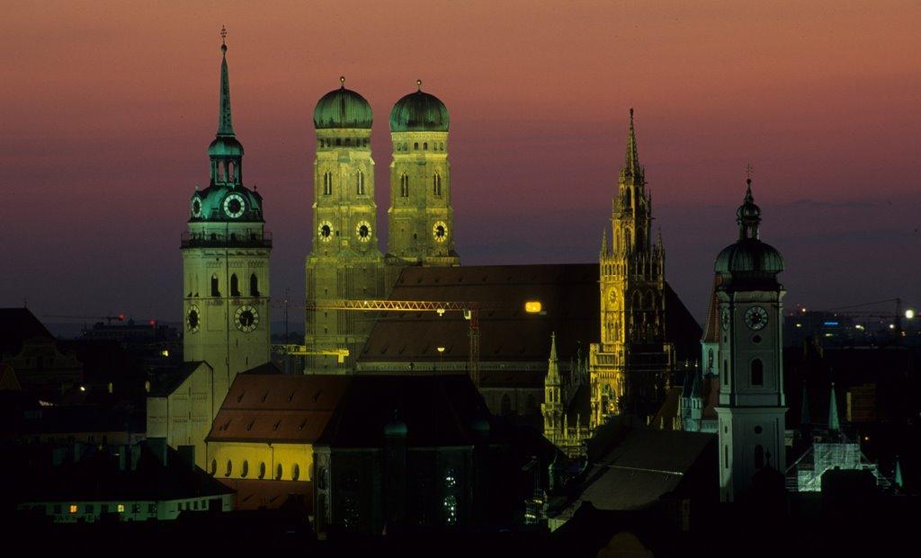 Munich by night, Мюнхен