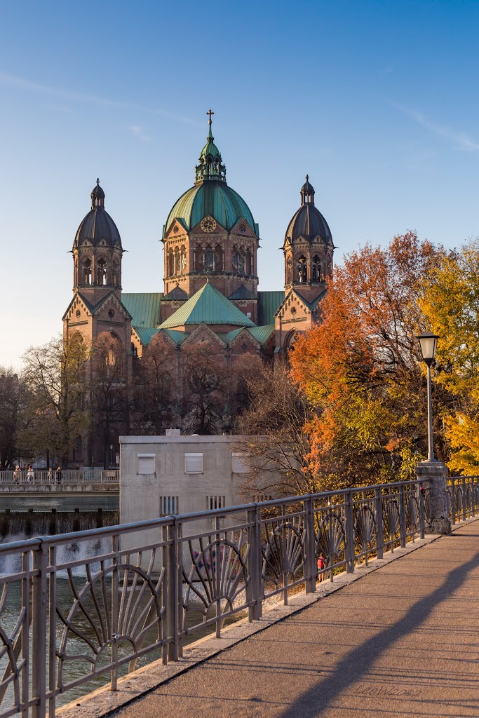 St.-Lukas-Kirche in Herbstfarben ++ Ausflugsziel München ++ Munich St. Lukes Church, Мюнхен