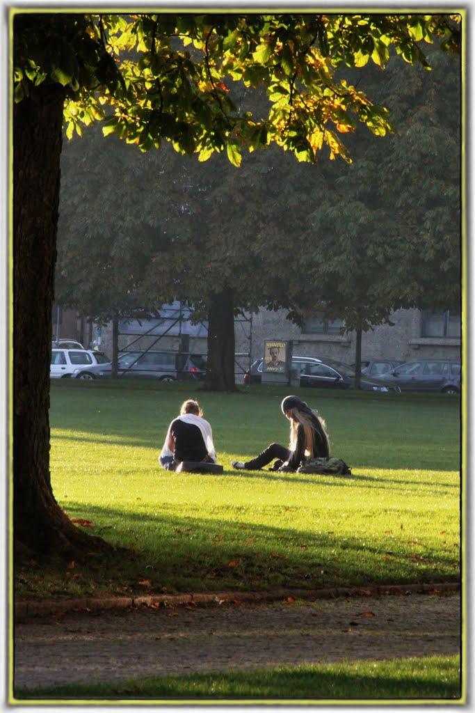 :-( ... Dans un parc de Munich, il y avait une affiche de recherche me concernant ... (with a wanted poster about me ...) ..........................=> Agrandir !!! Enlarge !!!  ........     LE NOUVEAU PRIX EST (THE NEW PRICE IS)= 50 € !!!, Мюнхен