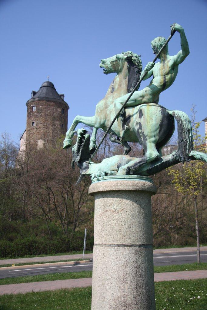 Hlg. Georg, Schutzpatron der Kreuzritter, vor dem alten Schloss, Плауен