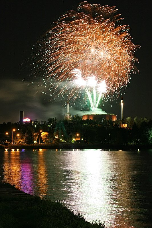Fireworks over Linnanmäki amusement park, Хельсинки