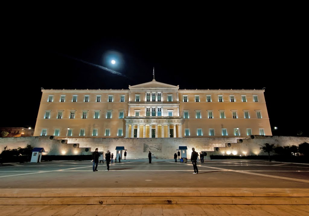 The Greek Parliament: The threat of the Moon, Афины