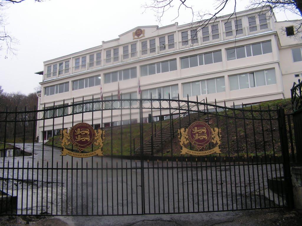 Buckswood International School - Tbilisi, Коджори