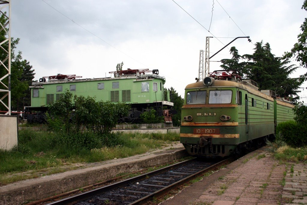 Kiállított VL19-es Kasuriban - Exhibited VL19 locomotive in Khasuris railway station, Хашури