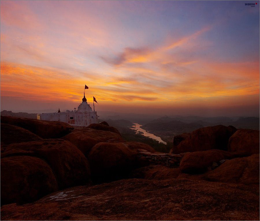 sunrise at Hanuman Temple, Бияпур