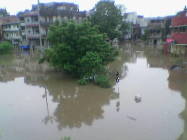 Salabatpura Main road flood 2006, Сурат