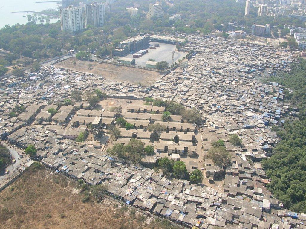 Slum Behind WTC Mumbai, Бомбей