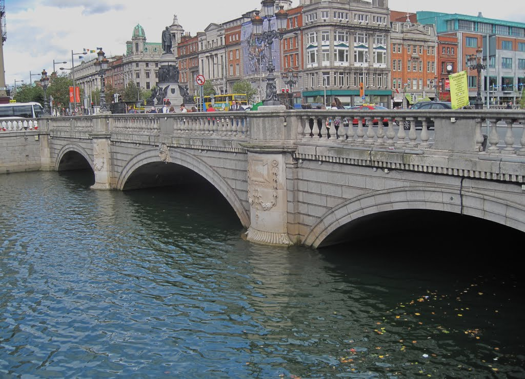 OConnell Bridge & Monument Dublin Ireland  2012, Дан-Логер