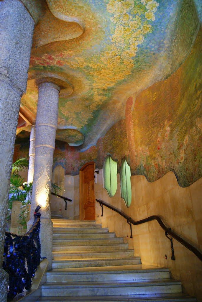 Casa Milà,escalera decorada de naturaleza para Marisol., Тарраса