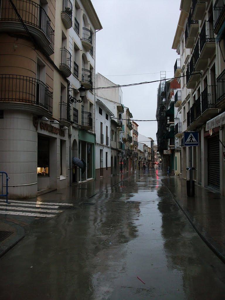 Calle de Priego, mojada, cristalina, señorial. Abril de 2011, Кордоба