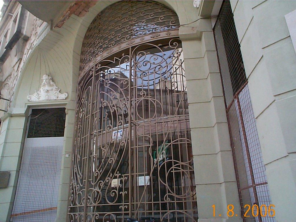 La entrada del antiguo Hotel Roma, en Pergamino, Prov. de Buenos Aires, Argentina, Пергамино