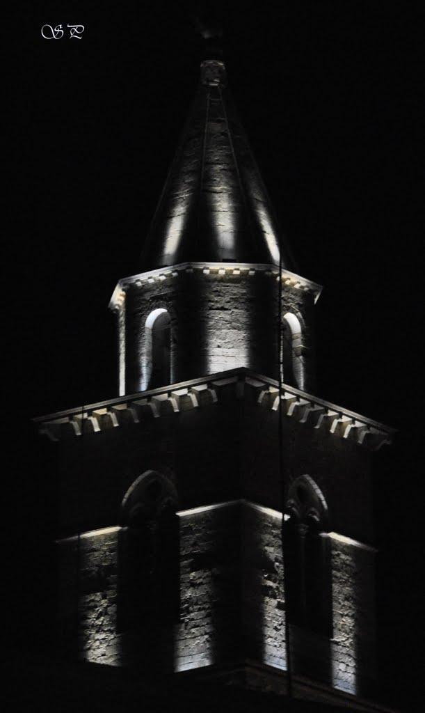 Ripresa notturna Campanile Cattedrale di Santa Maria Assunta XI Secolo (Andria), Андрия