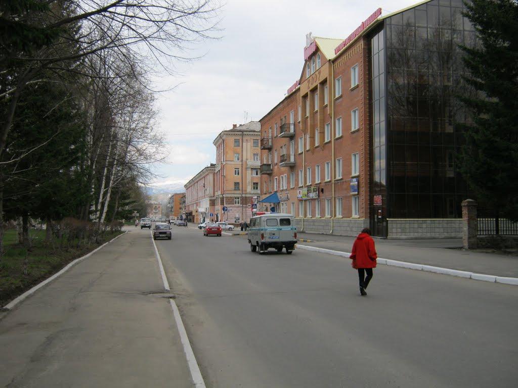Напротив городского Акимата (апрель 2010), Лениногорск