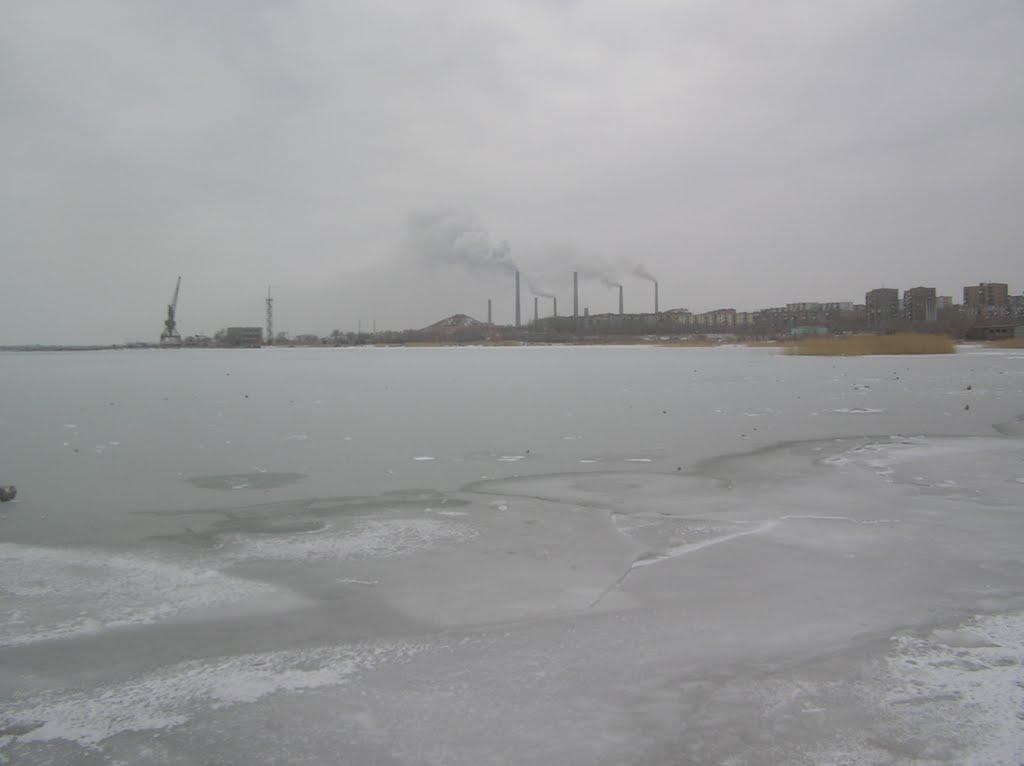 Lake Balkhash frozen with Smoke Staks smoking as always, Балхаш