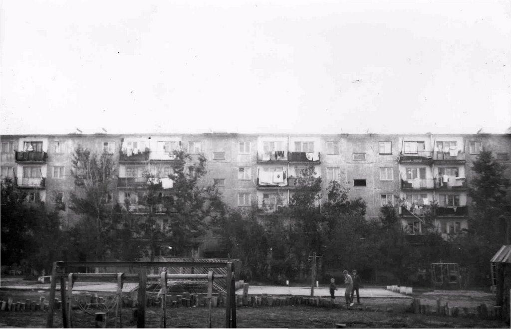 dom 110  priblizitelno 1989-1992g, Жангизтобе
