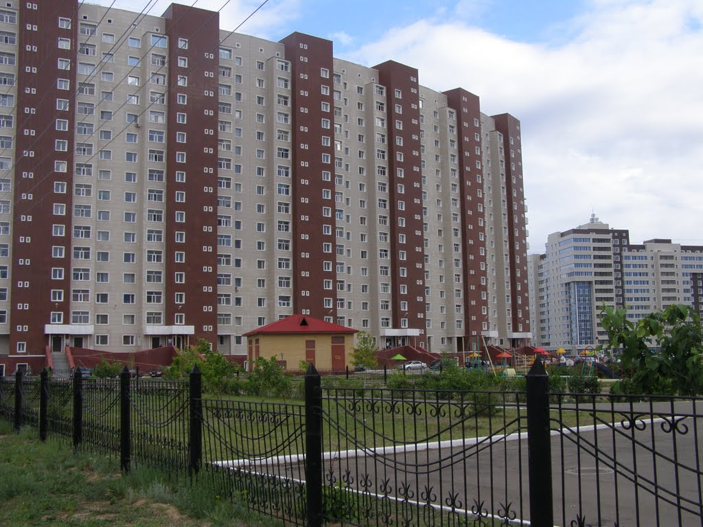 """Независимость"" - со двора / Residential complex in avenue Mamysh-uly, Таскескен"