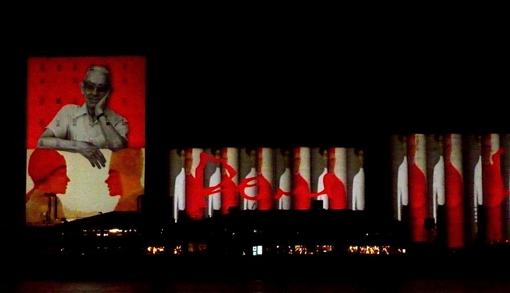 Mega-projection on 600m large (Guiness record) grains silos (Bunge) for Quebec City 400th, Роуин