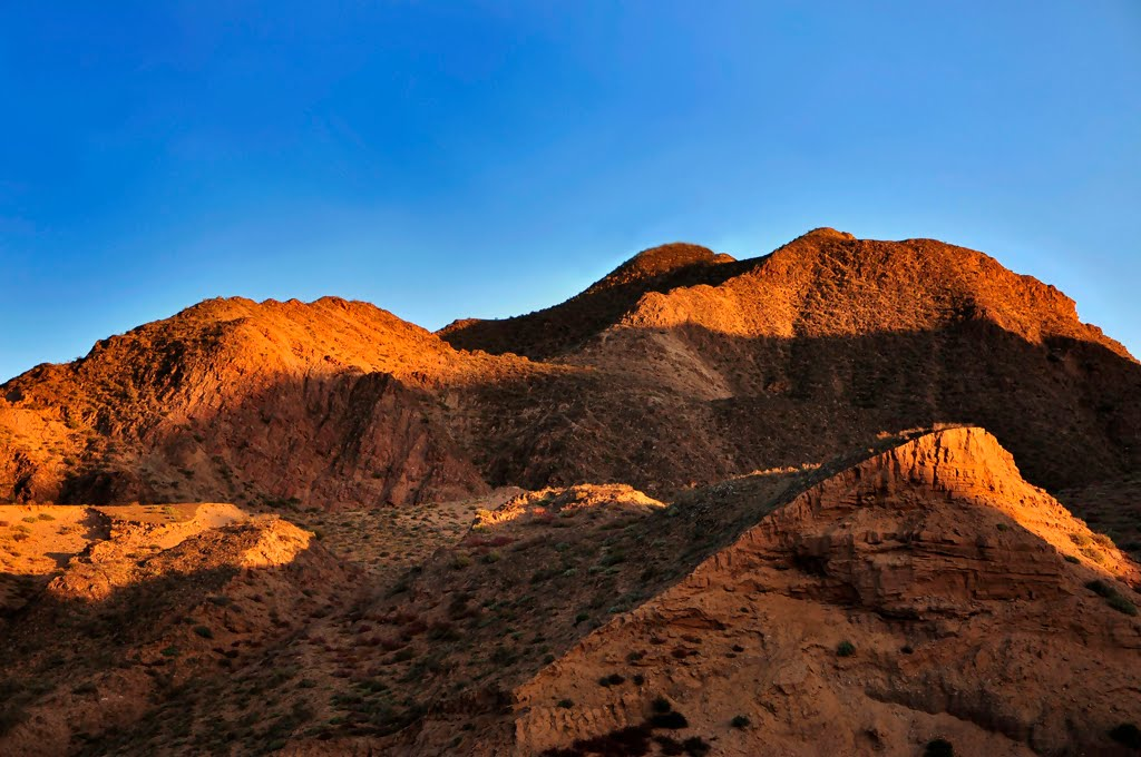 夕阳下的小山, Иаан