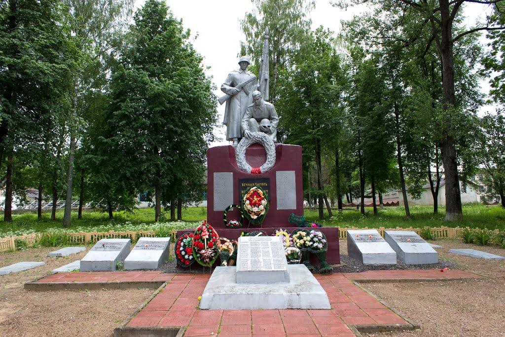 Бешенковичи. Памятник воинам погибшим при освобождении Бешенковического района, Бешенковичи