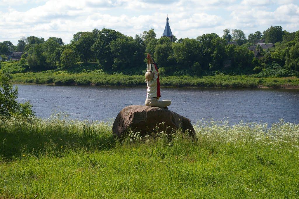 Пиедруя.Медитация незнакомки на берегу Двины. 2008-06-15, Друя