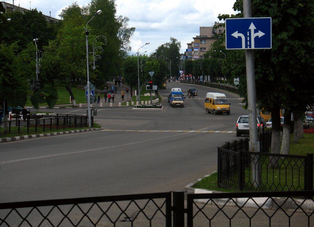 Crossroad of Maladziožnaja & Kalinina streets in Navapolack, Новополоцк