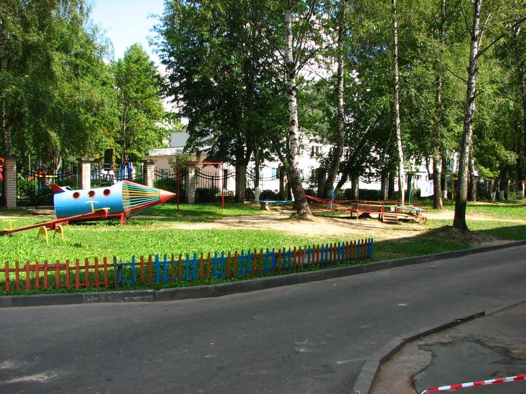 Новополоцк 2010 двор у остановки Молодежная, Новополоцк