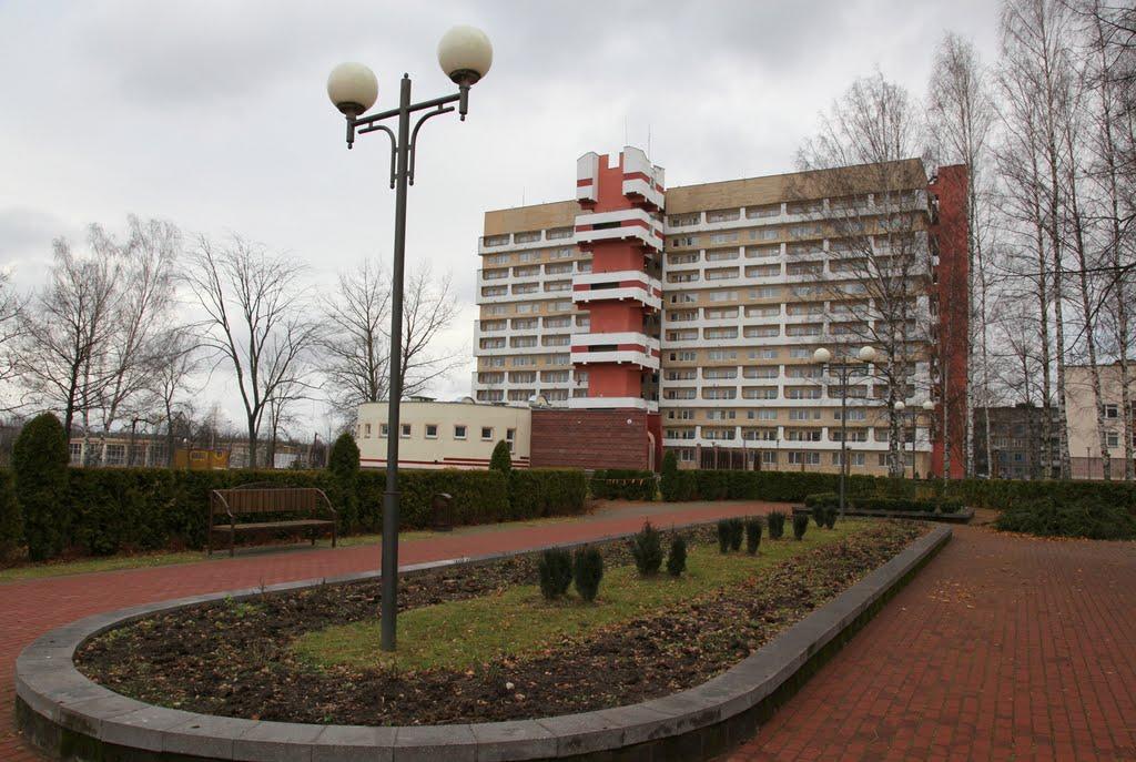 Вид из сквера на общежитие ПГУ, Новополоцк