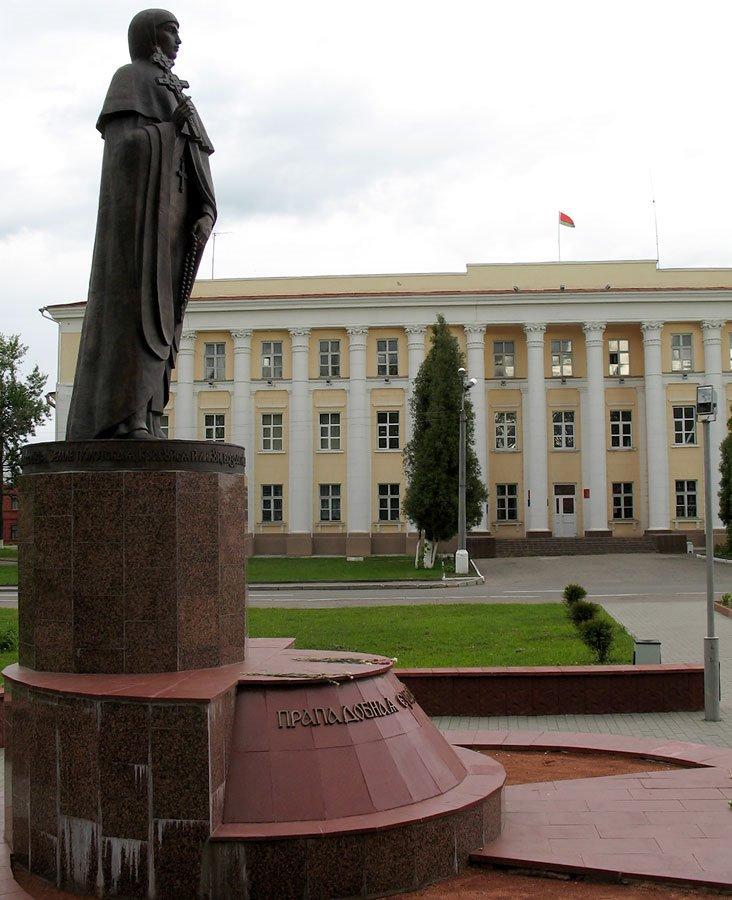 Monument to Eŭfrasińnia Polackaja, Полоцк