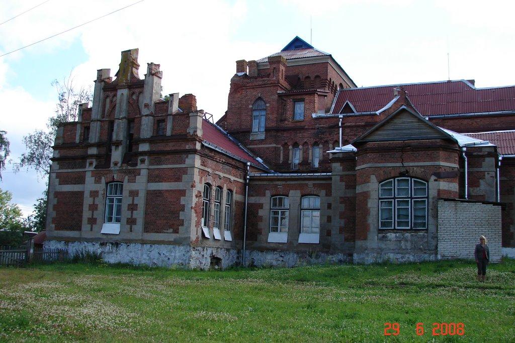 Замок помещика Глазка, Россоны