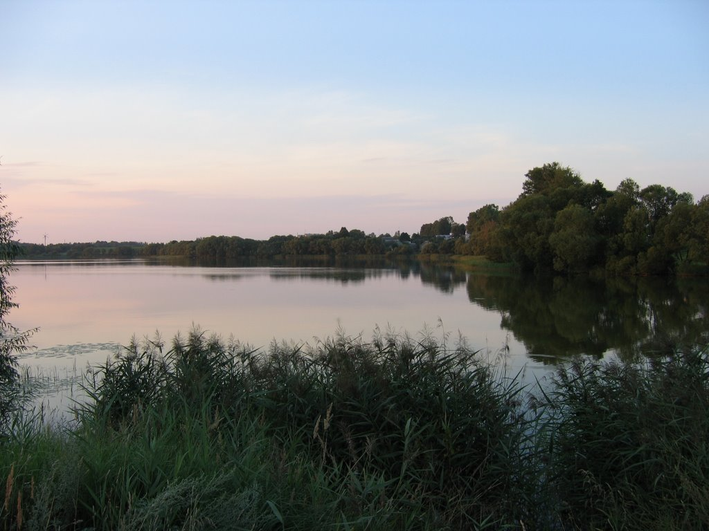 Озеро вечером, Сенно