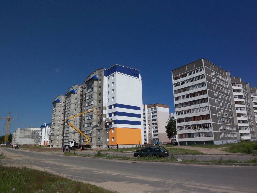 New buldings being painted, Белицк