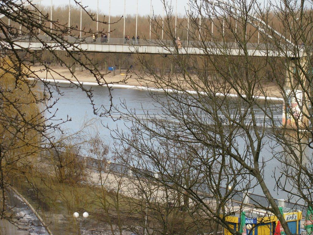 Гомель. Набережная реки Сож. Пешеходный мост через реку, Гомель
