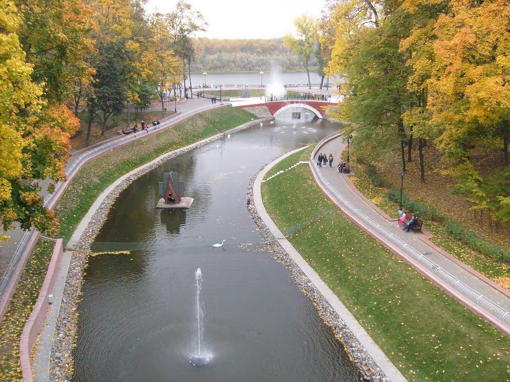Вид на пруд с пешеходного моста, Гомель