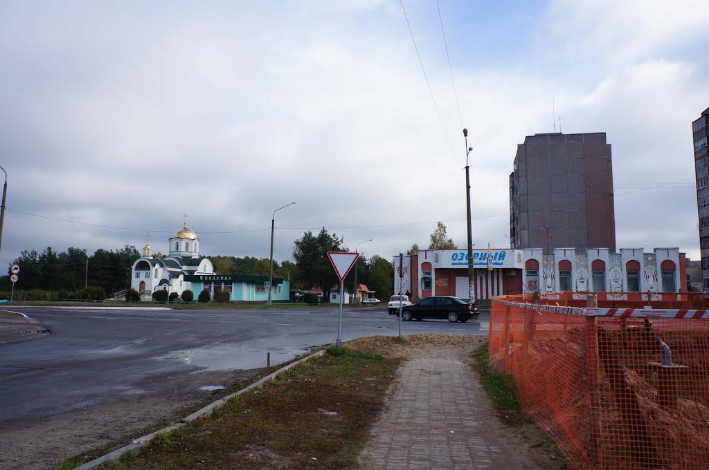 ул. Социалистическая, строящаяся церковь и магазин Озёрный, Житковичи