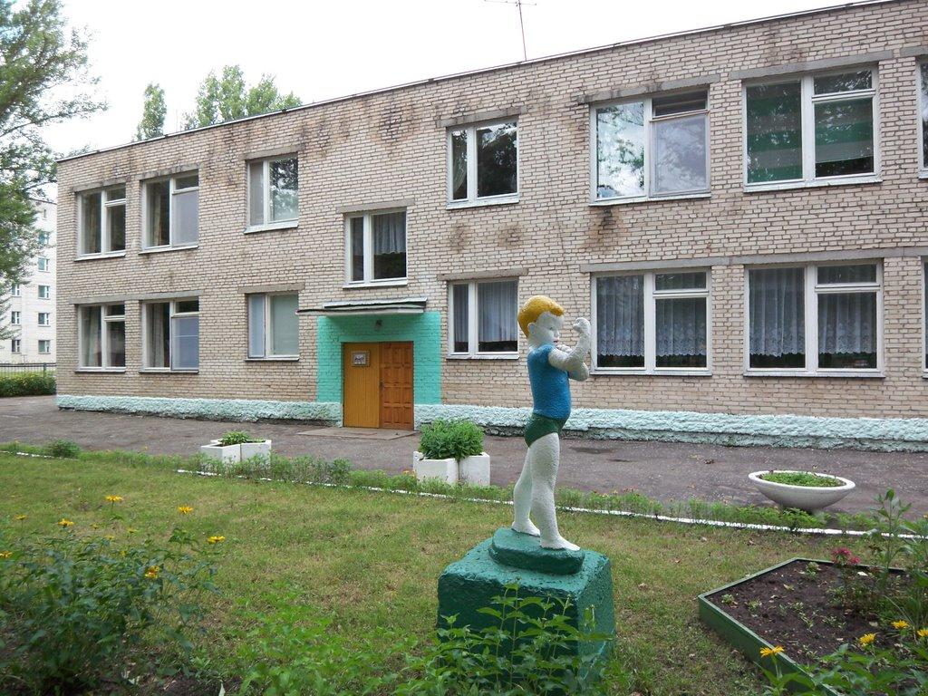 Sculpture of a Strong Boy before the kindergarten, Светлогорск